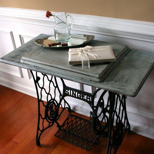 столик из швейной машинки в ретро стиле