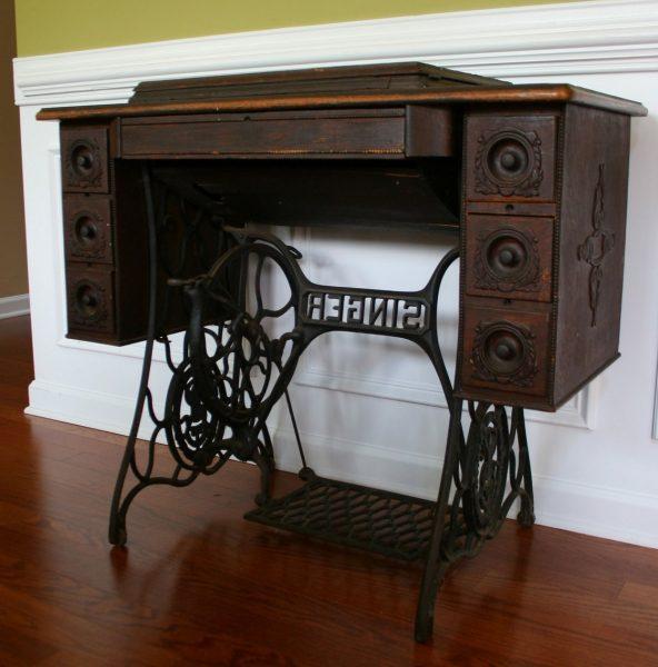 рабочий стол из швейной машинки