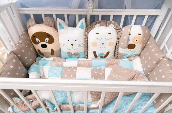 Красивый комплект подушек для бортика