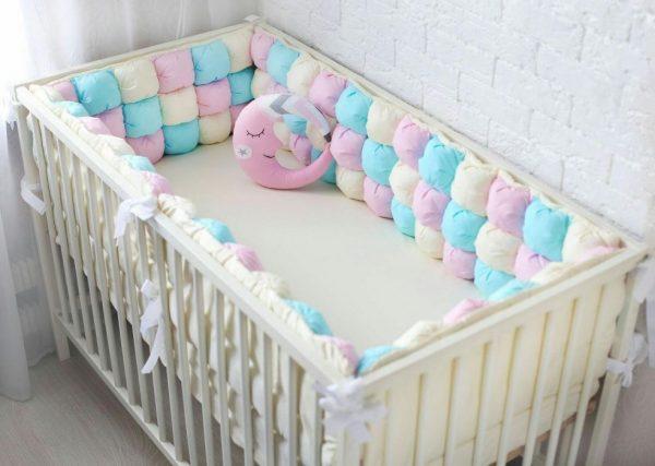 Бортики из разноцветных подушечек