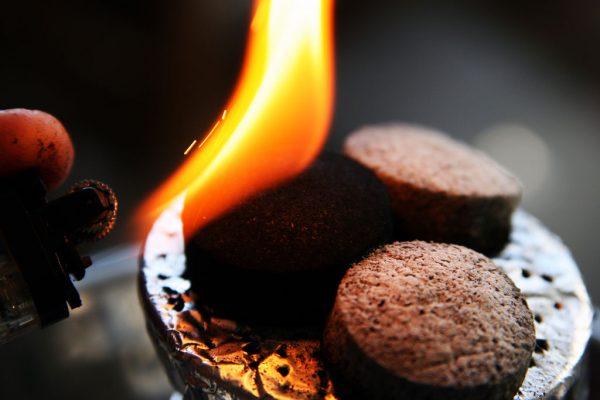 Саморазжигающийся уголь в форме круглых таблеток