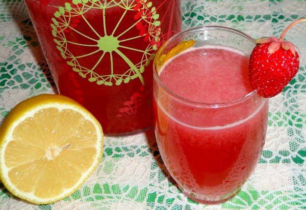 Лимонад клубничный