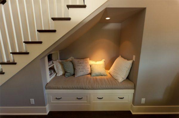 Уютное место под лестницей