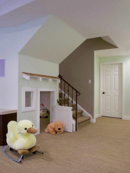 Игровая зона под лестницей
