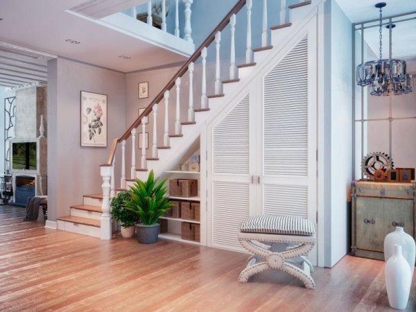 Дверцы под лестницей