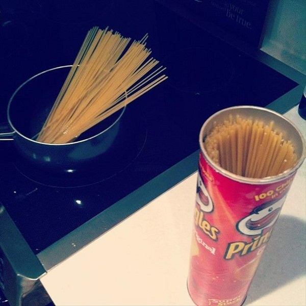Банка от чипсов для хранения спагетти