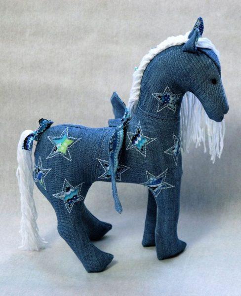 Лошадка из джинсов
