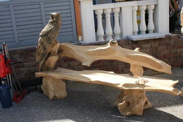 Филин на скамейке