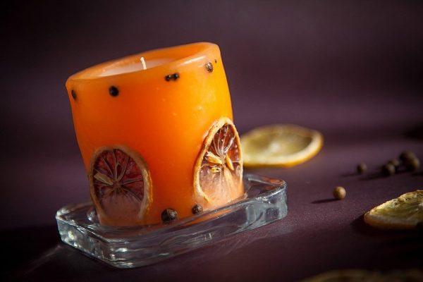 Цитрусовые дольки в свече