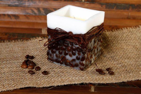 Восковая свеча с кофейными зёрнами
