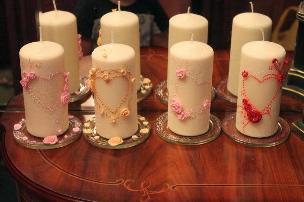 Сердечки на свечах из бусин