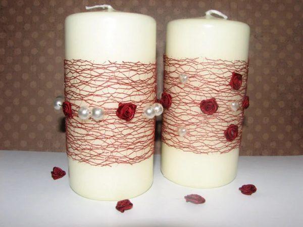 Бусины в декоре свечей