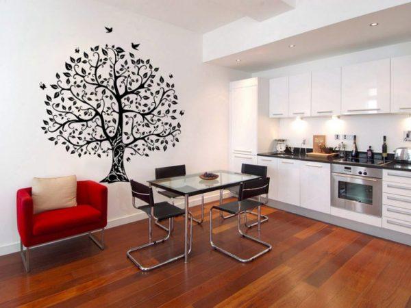 Огромное дерево на кухне