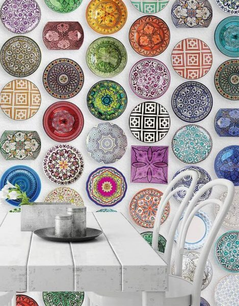 Украшение стены декортивными тарелками