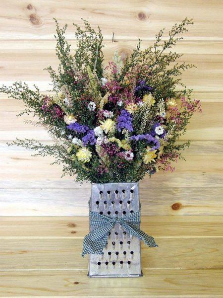 Ваза для цветов из старой тёрки