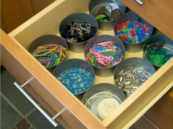Хранение мелких предметов в ящике