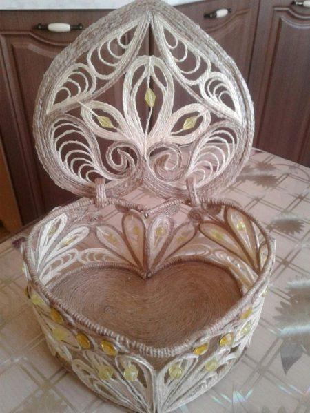 Шкатулка из джута в виде сердечка