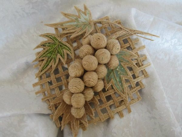 Гроздь винограда из джута