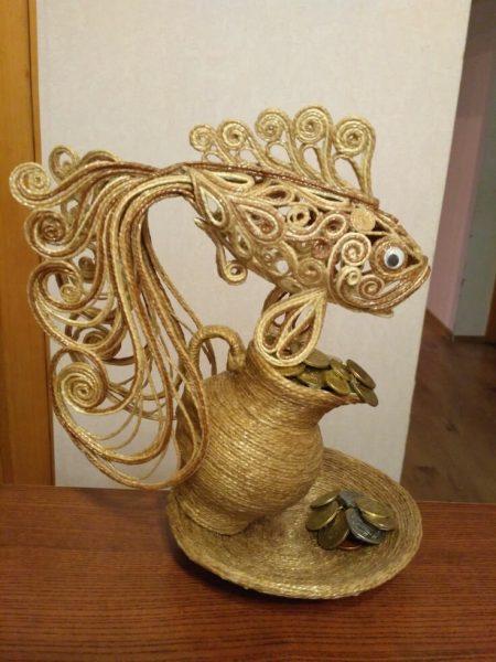 золотая рыбка из джута