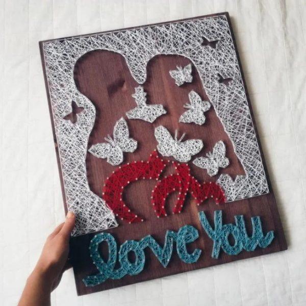 Картина с влюблённой парой в технике стринг-арт