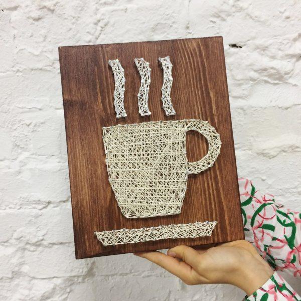Кружка с кофе в технике стринг-арт