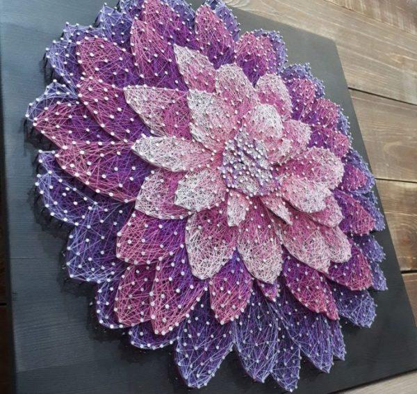Прекрасный цветок в технике стринг-арт