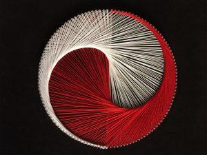 Картина из ниток и гвоздей