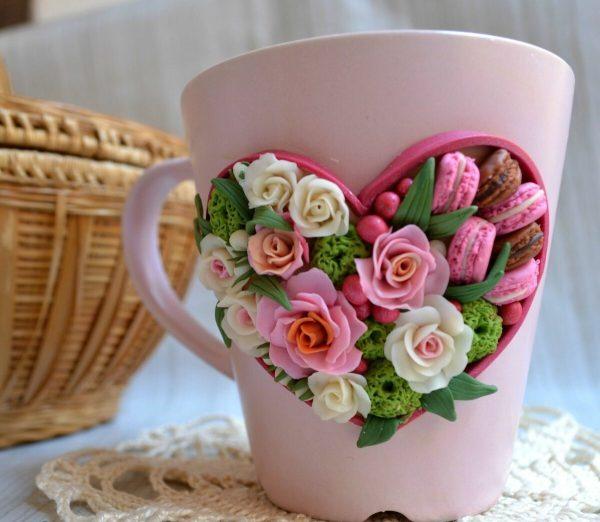 Цветы в сердечке на кружке