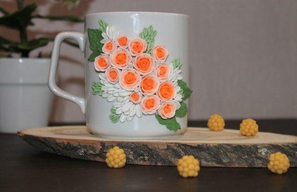Нежные цветы на кружке