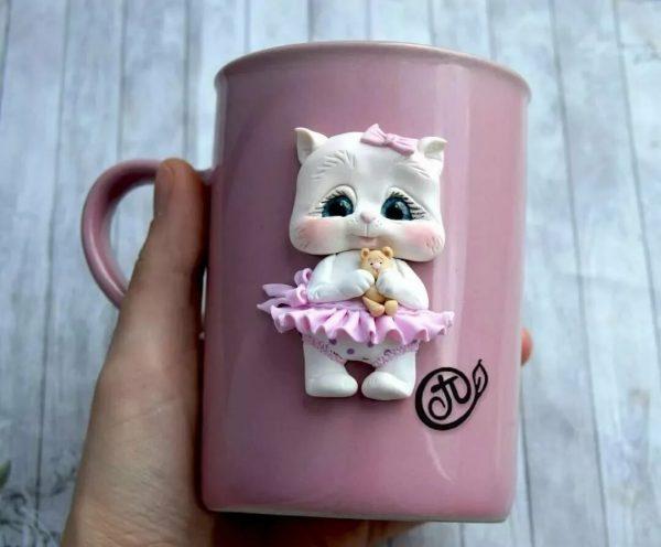 Котёнок-девочка на кружке