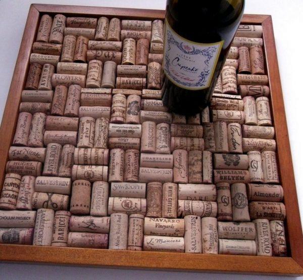 Поднос из пробок от вина
