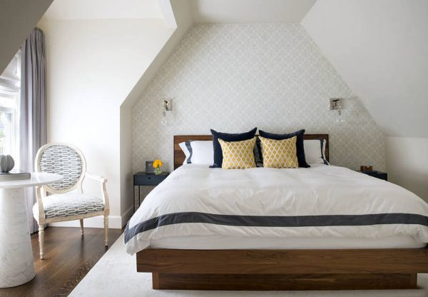 Ниша в виде обрамления кровати