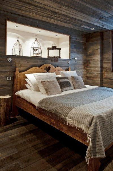 Кровать с нишей над изголовьем