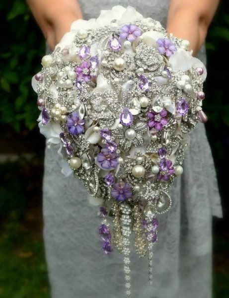 Букет невесты из лент и брошей