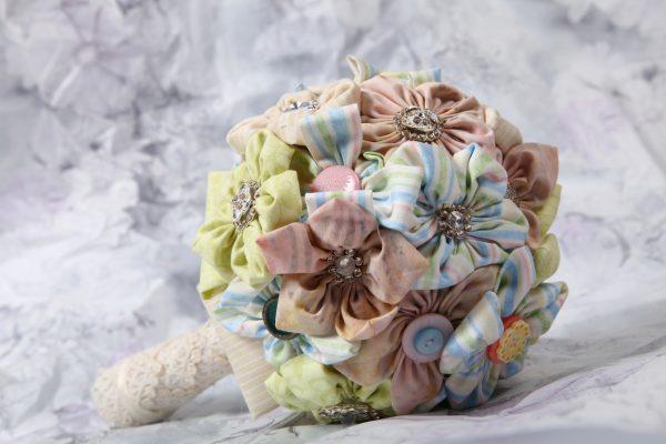 Интересный букет из ткани