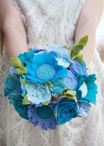 Букет из фетра в синем цвете