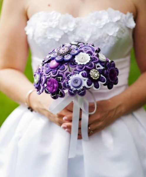 Фиолетовый букет из фетра с пуговицами