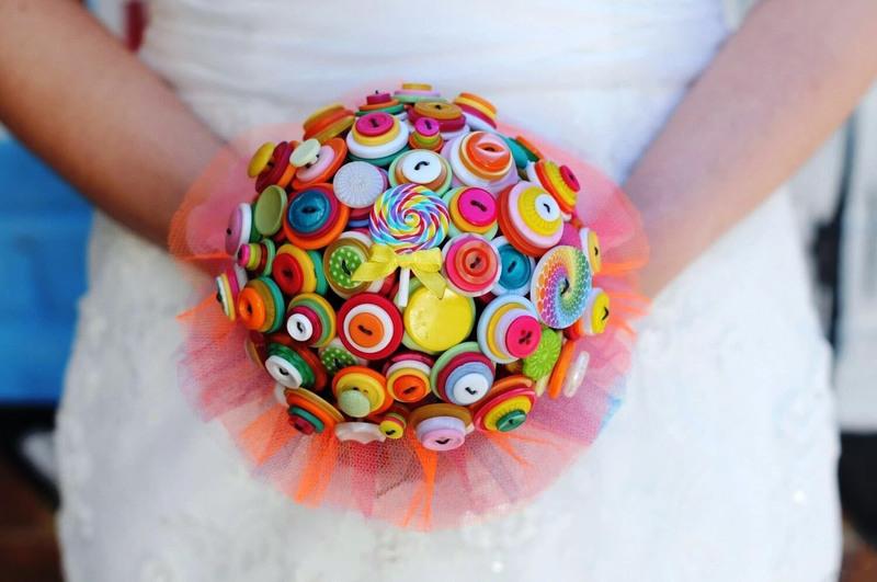 Свадебный букет из пуговиц