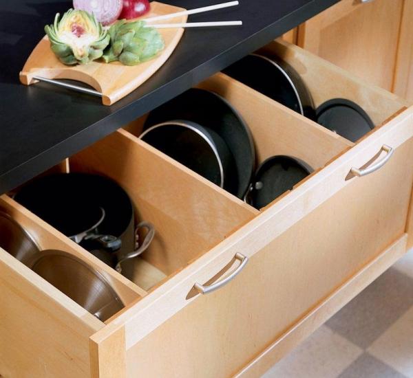 Самодельные разделители в кухонном ящике