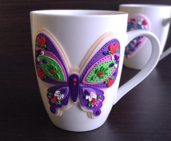 Бабочка на кружке