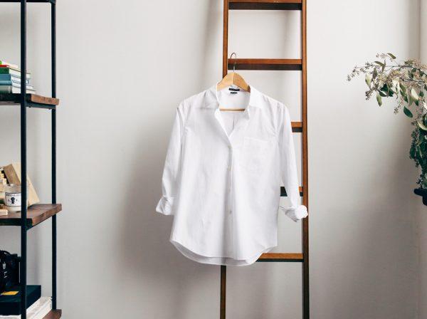 Сушка рубашки на плечиках