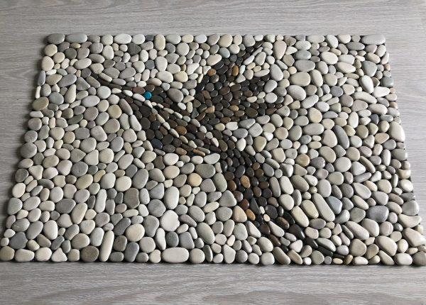 Птица на коврике
