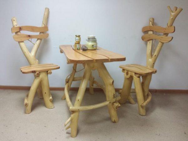 Стол и стулья из коряг