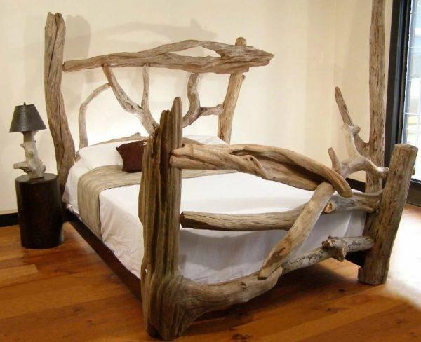 Сказочная кровать из дерева