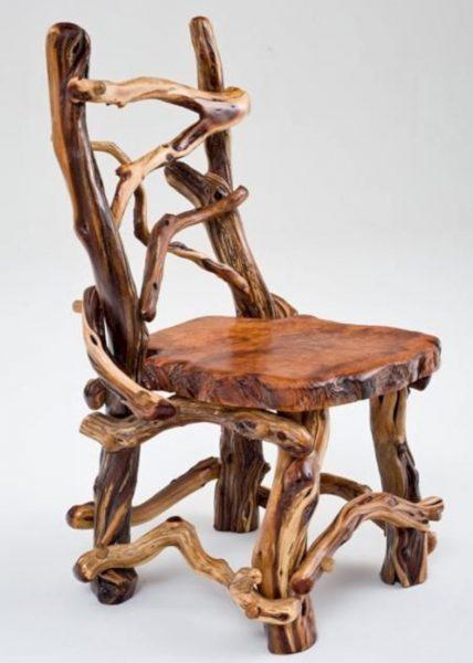 Интересный стул из дерева