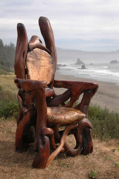 Сказочный трон из дерева