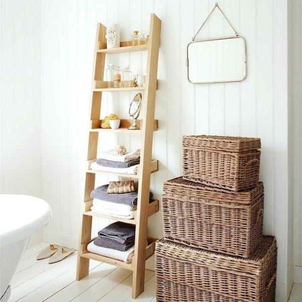 Хранение полотенец на деревянной стремянке