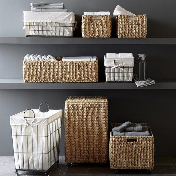Хранение полотенец в плетёных корзинах