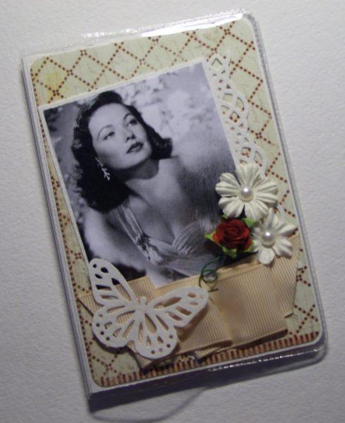 Паспорт с фотографией на обложке