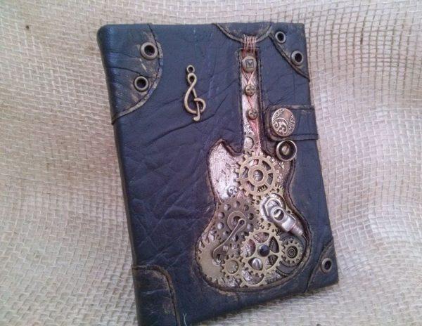Обложка на паспорт с металлическим декором